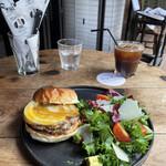 """158942400 - """"限定20食"""" 【9月のMonthly Burger】 『Geek Burger¥2890』"""