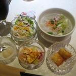 15895061 - new!日替わりセット(990円)についてくるライチ、ヌードル、サラダ、甘い揚げもの、玉子焼き