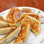 清龍 - ぎょうざ 手作りのもちもちの皮で、お肉の食感がジューシー。
