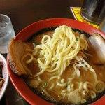 ゴインゴイン - 歯ごたえのある太麺
