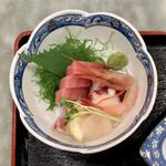 158962105 - 刺身定食 ¥850 の刺身