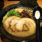 裏きせき - 料理写真:豚骨ラーメン肉増し白です☆ 2021-0924訪問