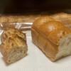 アントベーカリー バイムギムギ - 料理写真:「バゲット」と「米粉の食パン(ハーフ)」