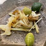 158976561 - 北海道つぶ貝、韮、銀杏の炒め物