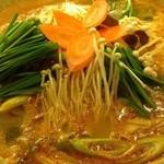 15898548 - カムジャタンという、肉がついている豚の背骨とじゃがいもを煮込んだ、日本でも人気の鍋料理と云ってましたね。あとに引かない辛みで、カラダも温まった。