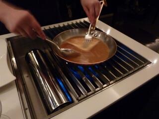 銀座メゾン アンリ・シャルパンティエ - 2012年11月クレープシュゼット テーブルの横で作ってくれます♪