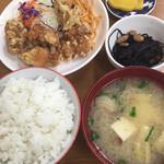 とみ兵 - 料理写真:唐揚げ定食   七◯◯円なり