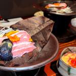 葱ぼうず - 豚肉と秋野菜の朴葉味噌焼き