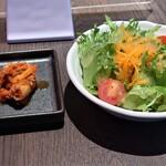 KOREAN IZAKAYA ジャン - キムチ & サラダ
