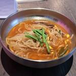 KOREAN IZAKAYA ジャン - ユッケジャン麺ランチ 1000円