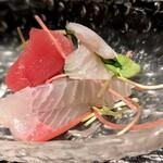 舞桜 - 小さなお刺身は、見るからに新鮮そうです