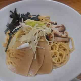 龍 - 料理写真:龍(ロン)めん 660円