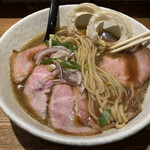 159015754 - カツオ風味が物凄いスープとストレート中太麺