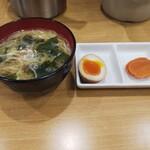 戸越屋 - 味噌汁   お新香   煮卵