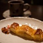 茶房 凛 - 料理写真:自家焙煎珈琲豆 凛 ポテトとりんごのパイ