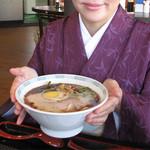 熊本ラーメン館 味千拉麺×桂花ラーメン - 基本の桂花ラーメン650円。こちらもマー油入りです。  珍しいのは豚骨×鶏がらスープだそうです。