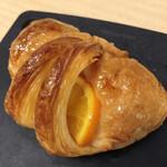 159057987 - オレンジのクロワッサン