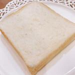 159057992 - 四角い食パン