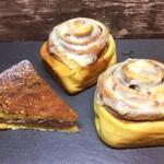 TWISTED BREW - 料理写真:イチジクのタルト&シナモンロール