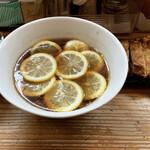 159088247 - レモンラーメン、鶏天、岩海苔ご飯(全部で1170円)