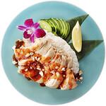 神戸クック・ワールドビュッフェ - 『カオマンガイ』ご飯にジューシーな蒸し鶏をのせ、エスニック風味の特製ダレをかけてどうぞ♪