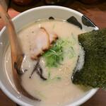 ばっこ志 - 料理写真:とんこつらーめん 750円