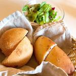 PASTA CAFFE Route Neeze - ランチセットのサラダとパン