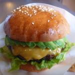 シービーバーガーアンドステーキ - アボカドチーズバーガー