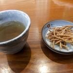 蕎麦 紫翠 - そば茶とそばを揚げたもの