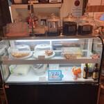 カフェ 呂久呂 - 店内のケーキのショーケース