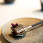 レストラン オオツ - 2021.10 根室産〆秋刀魚の炙り トマト 茄子