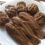 人形町亀井堂 - 重盛永信堂の人形焼き:顔の彫りが浅い