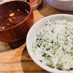かつ吉 野庵 - 赤出汁味噌汁、青じそご飯