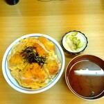 三楽 - 料理写真:上かつ丼·800円。