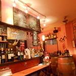 Ragout - ワインバーらしい店内