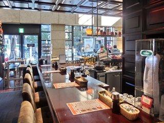 P.C.A. Pub Cardinal Akasaka - 【'12/11/16撮影】店内のカウンター席の風景です
