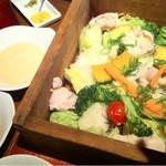 15920974 - 鶏と旬野菜のせいろ蒸し