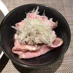 159208939 - 肉増しは別皿で提供されます。