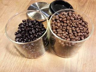 焙煎工房こやま - 左がカフェインレス コロンビア ・右がパプアニューギニアピーベリー