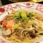 15922342 - 秋のきのことサーモンと銀杏の醤油バター 醤油麺風味(ナガ・・~(=^‥^A )