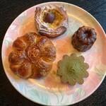 パン・ド・ラサ - 料理写真:かぼちゃデニッシュ、マロンデニッシュ、カヌレ、抹茶フィナンシェ