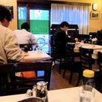 レストラン桂 - こりゃイイお店だなぁ 厨房覗くと大旦那らしい 白衣のおじいちゃんと 若いコックさんもいらっしゃり 後継者も、問題なさそう。