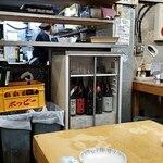 タカマル鮮魚店 - 雑然として店内