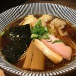 中華soba いそべ - 黒旨にこにこワンタン麺