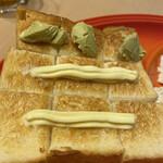食パン工房 ラミ - 切れ目を入れて、ピスタチオクリーム、バターで頂きました。ワサビじゃないです