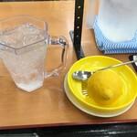 赤丸食堂 - 生搾りレモンサワー①