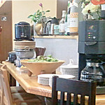 台南茶寮 - 食べ放題の4種類のおかずとコーヒー。