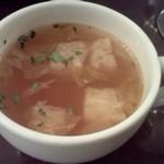 チェントアンニ - パプリカや玉ねぎのスープ、浮き身はパン