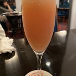 パイプのけむり - ドリンク写真:桃のカクテル