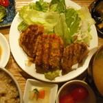 ムモクテキカフェアンドフーズ - グルテンカツプレート1260円